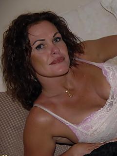 Brunette Moms Pics
